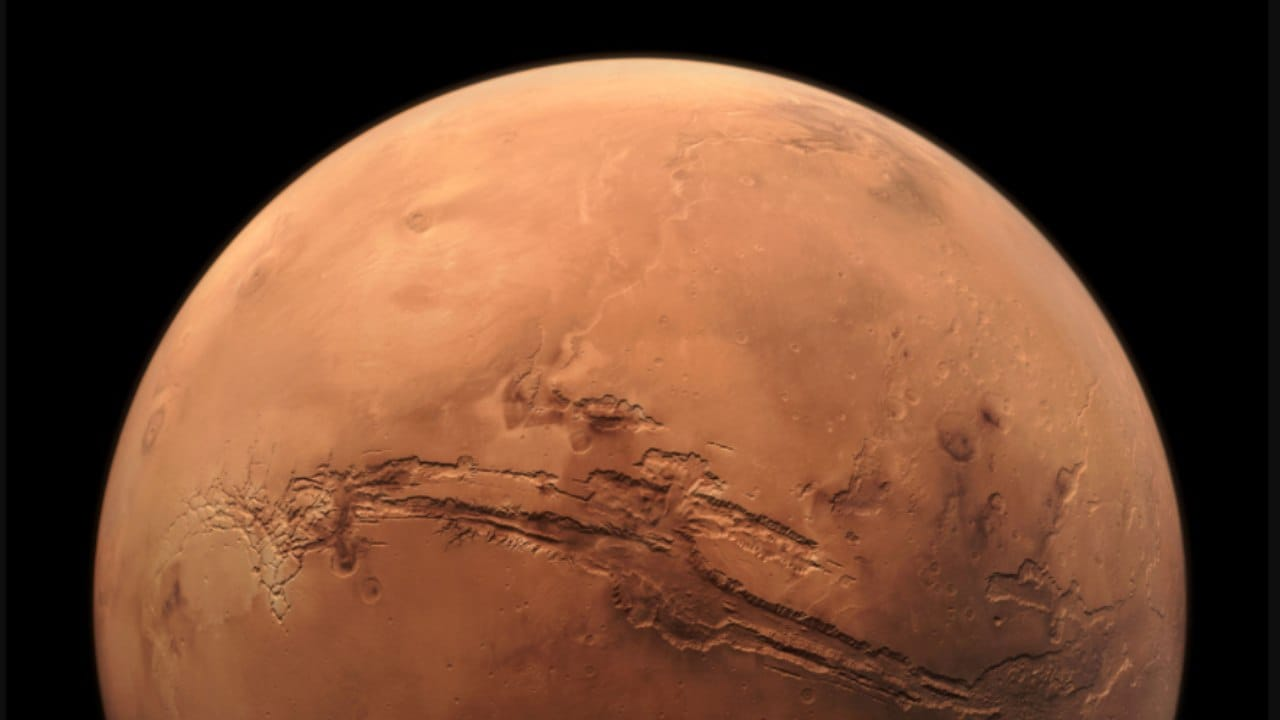 Researchers find Mars' snow has dust mixed into it, could melt into water- Technology News, Firstpost