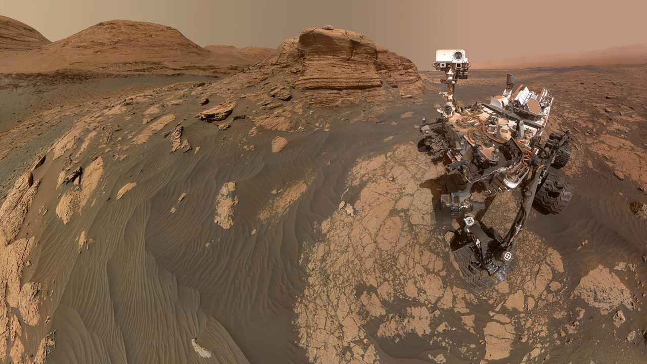 The Curiosity rover used two cameras to create this selfie in front of Mont Mercou, a rock outcrop that stands 20 feet (6 meters) tall on Mars. Image: NASA-JPL/Caltech