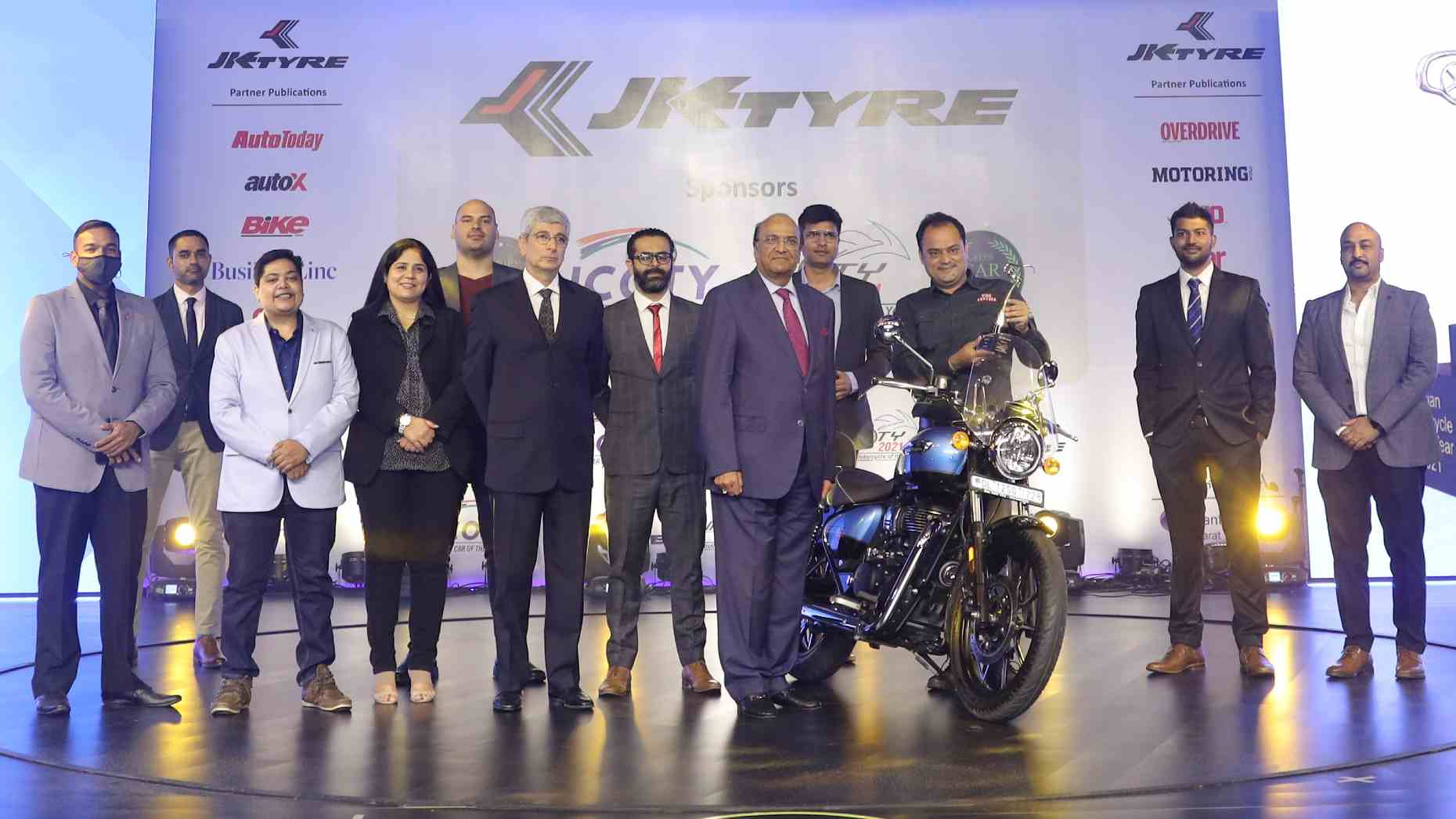 Royal Enfield Meteor 350 crowned Indian Motorcycle of the Year 2021, pips seven bikes to the title