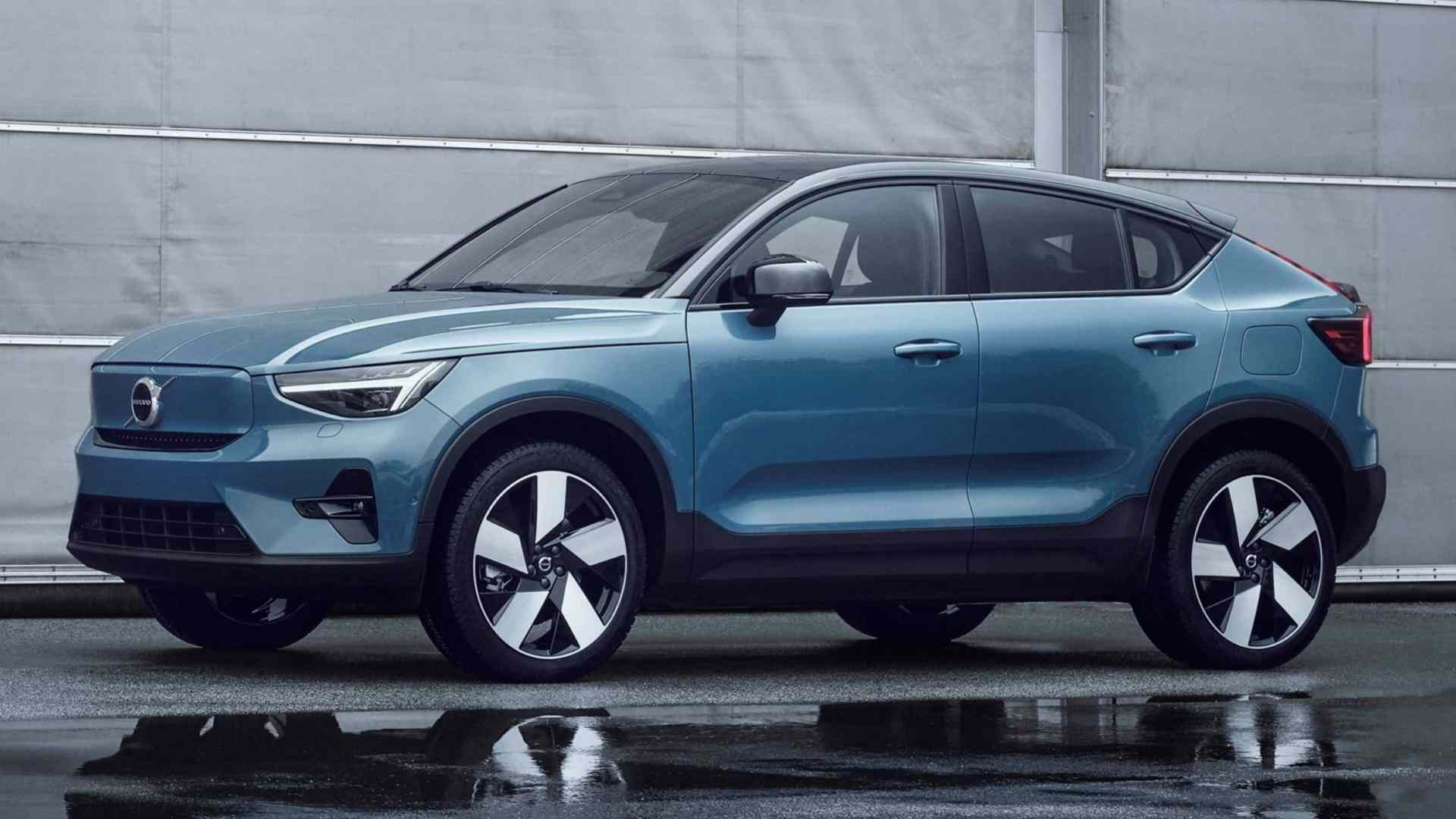 The Volvo C40 Recharge sits is 70mm shorter than the XC40 Recharge it's based on. Image: Volvo Cars