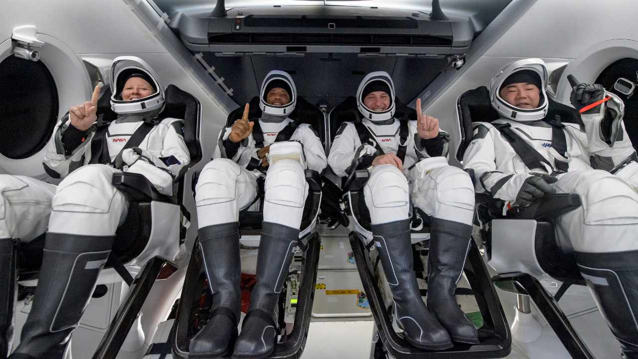 Four astronauts splash down at night for the first time since 1968 in SpaceX crew dragon- Technology News, Gadgetclock