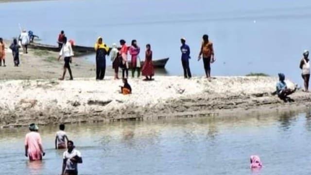 Villagers in Uttar Pradesh's Barabanki jump into river to escape 'poisonous' COVID-19 vaccine-India News , Firstpost