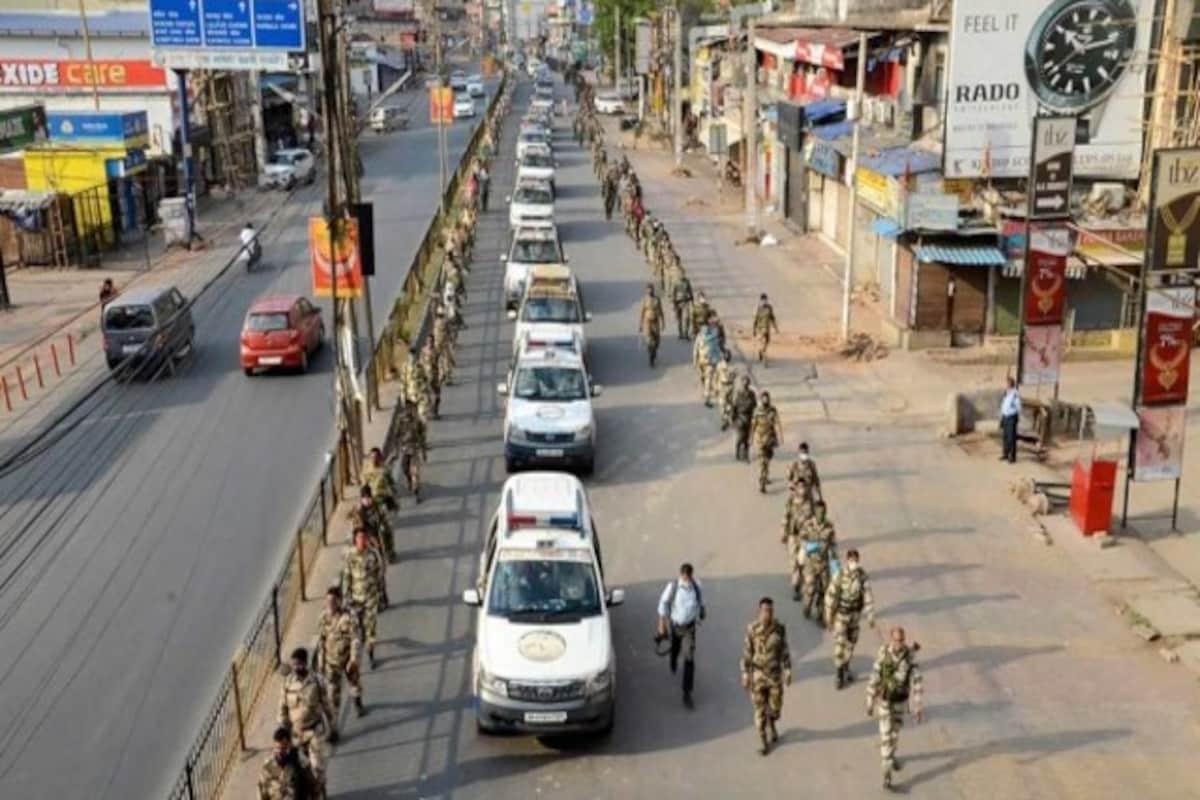 complete Lockdown Jharkhand : शहर में पुलिस बल का फ्लैग मार्च, बिना वजह बाहर निकलने पर होगी कार्रवाई