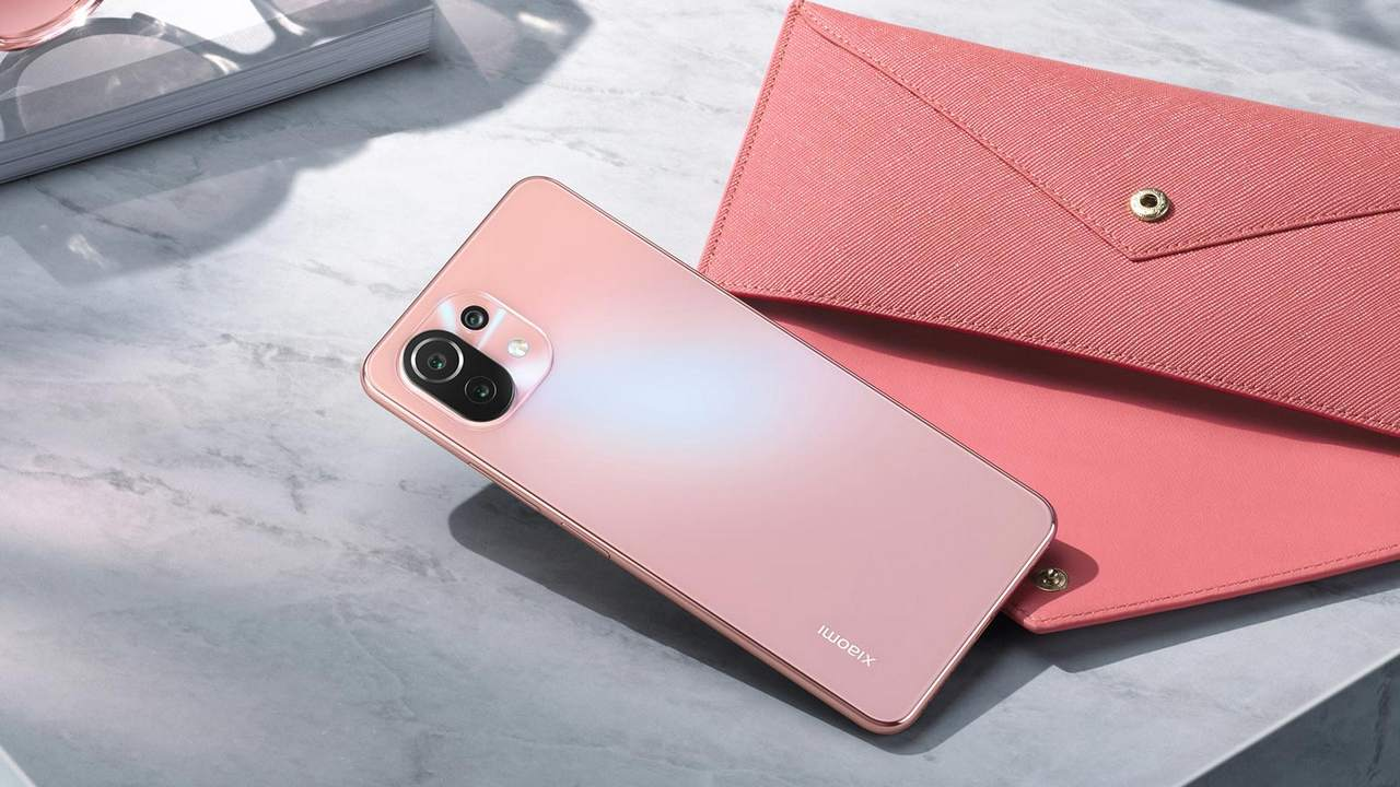 Xiaomi Mi 11 Lite was launched in India at a starting price of Rs 21,999;  My Watch Revolve Active at Rs 9,999- Tech News, Firstpost
