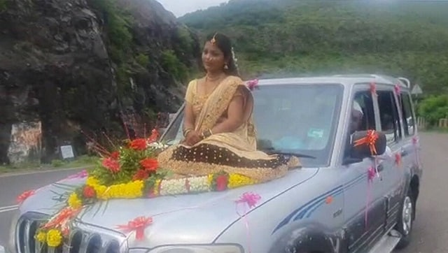 Maharashtra bride booked for going to marriage venue on SUV's bonnet-India  News , Firstpost