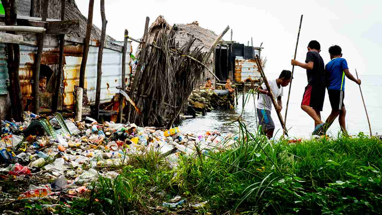 In the archipelago of islands off the coast of Panama, the indigenous communities of the Guna Yala tribe are suffering from a plastic invasion. Photo by Sophie Dingwall (The United Kingdom)
