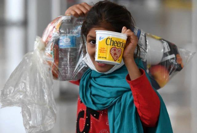 Menurut laporan, sekitar 36 anak-anak Afghanistan tanpa pendamping telah ditempatkan di tahanan pemerintah AS setelah dievakuasi dari Afghanistan.  Kredit gambar: Agence France-Presse