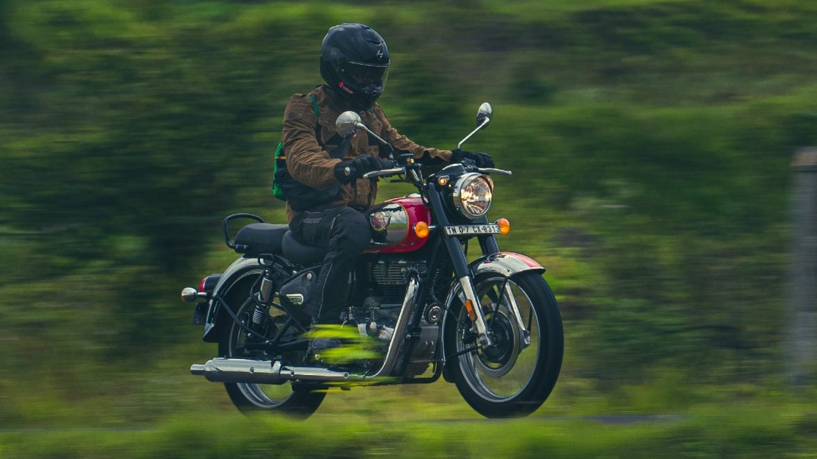 The new Classic 350 is happy to chug along at highway speeds all day long. Image: Royal Enfield