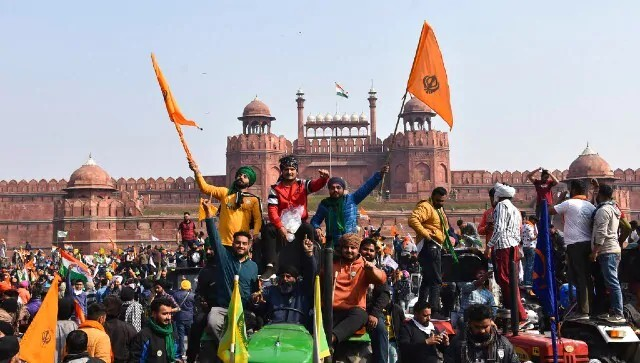 First person account: Cops at Red Fort charged, the rioters responded, ploughing tractors through the crowds