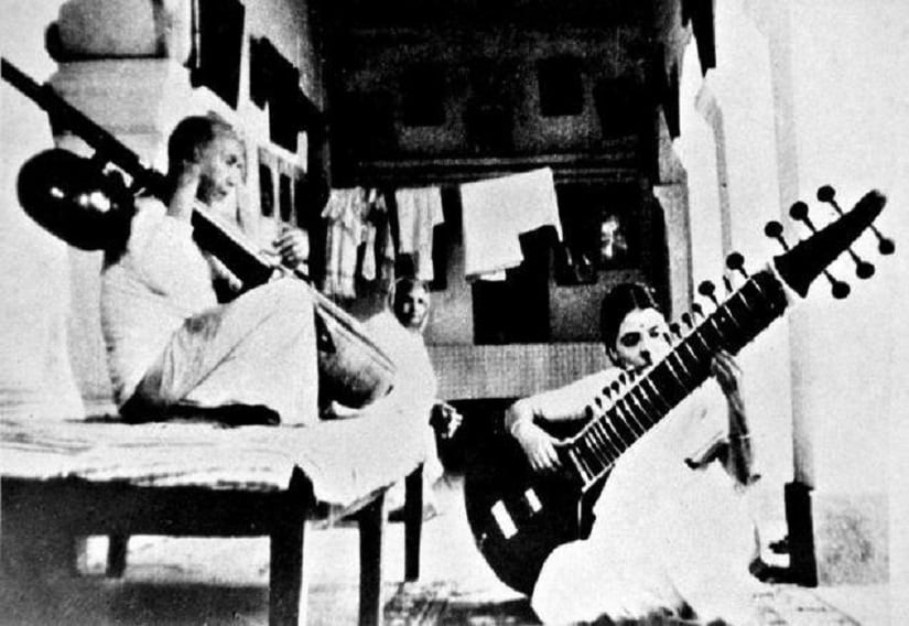 Annapurna Devi (right) training with her father and maestro Alauddin Khan (left). Facebook