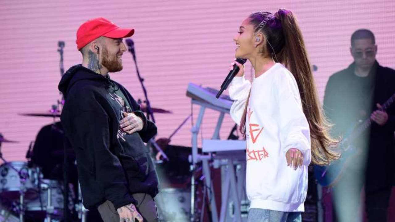 Ariana Grande and Mac Miller performing together. Twitter/@zesty_ariana