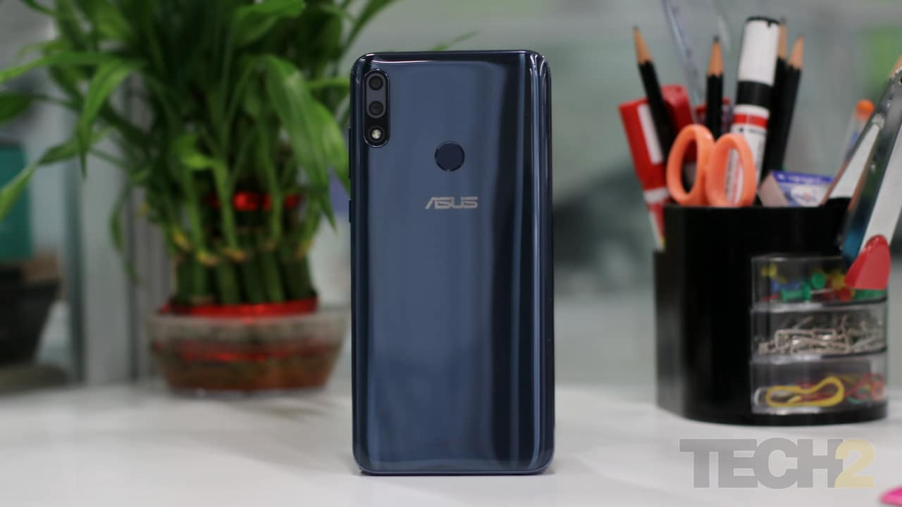 The back of the Zenfone Max Pro M2 picks up scratches quite easily. Image: tech2/ Shomik Sen Bhattacharjee
