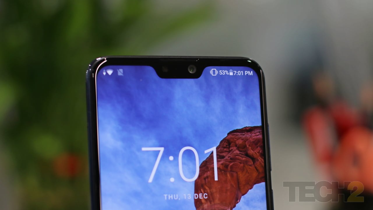 The notch features a selfie camera, a front-facing flash and the proximity sensor inside it. Image: tech2/ Shomik Sen Bhattacharjee