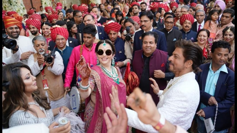 Nita Ambani dancing with Shah Rukh Khan and Gauri Khan at Shloka Mehta- Akash Ambani;s wedding