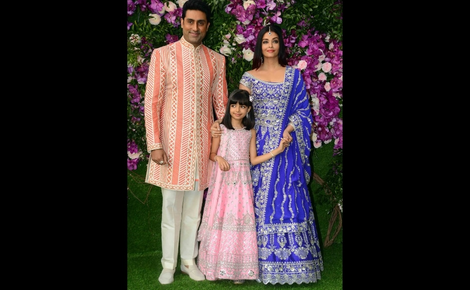 Aishwarya Rai Bachchan and Abhishek Bachchan painted a bright picture with their contrasting ensembles. Photo: Sachin Gokhale