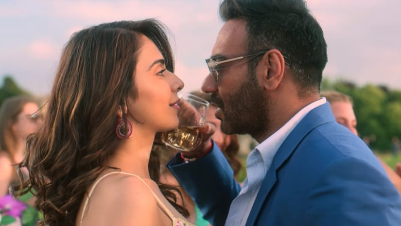 De De Pyaar De song Vaddi Sharaban sees Ajay Devgn, Rakul Preet grooving to a peppy number