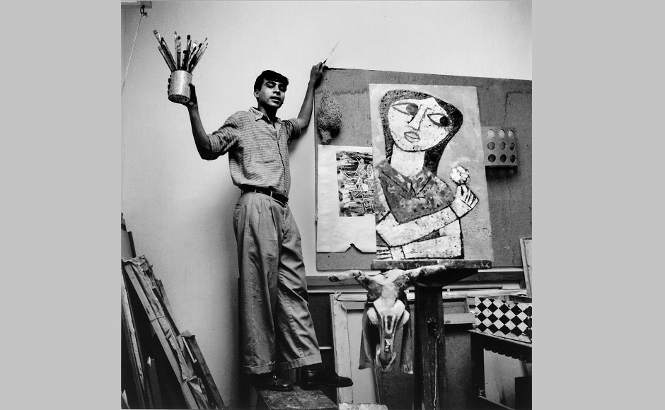 Himmat Shah in his art studio photographed by Jyoti Bhatt. Image courtesy: Prinseps
