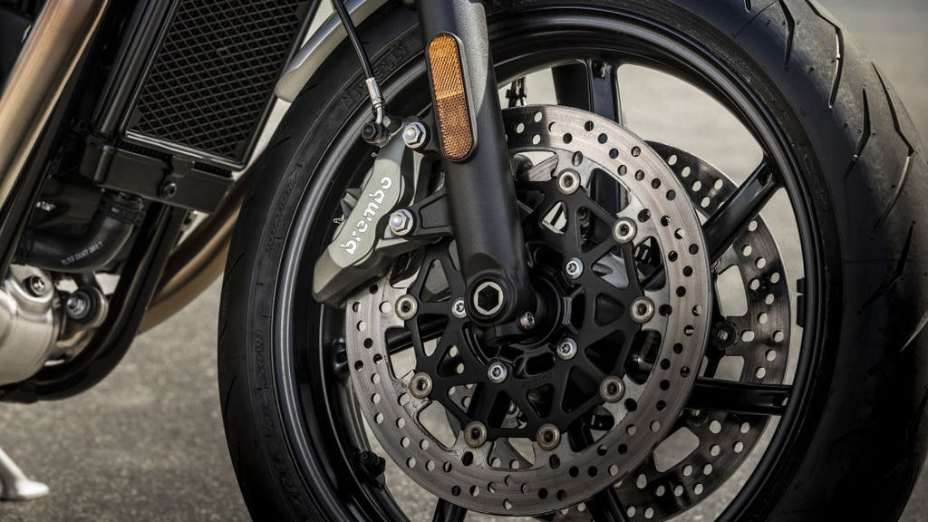 The dual 305 mm discs and Brembo four-piston callipers up front should provide plenty of bite, while a single, 220mm disc held by a Nissin calliper sits on the rear wheel.