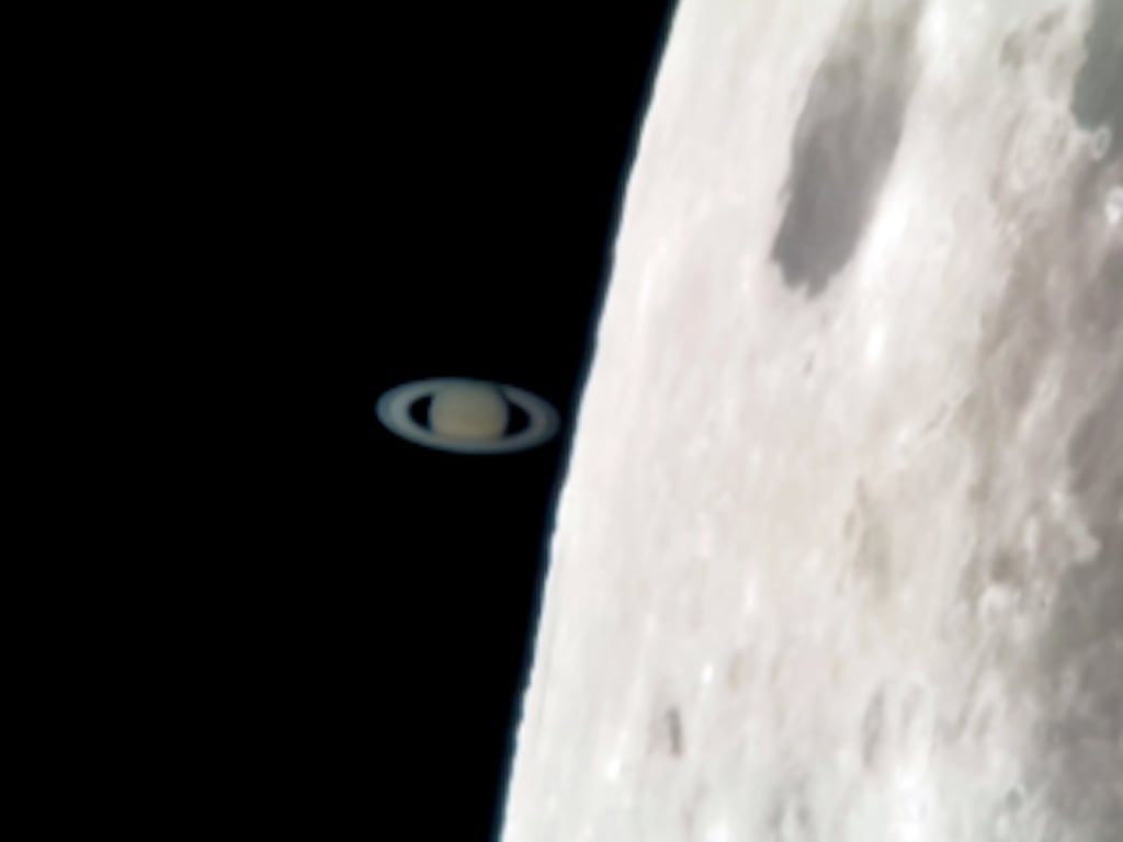 Man clicks stunning picture of Saturn touching the moon using a Samsung Galaxy S8