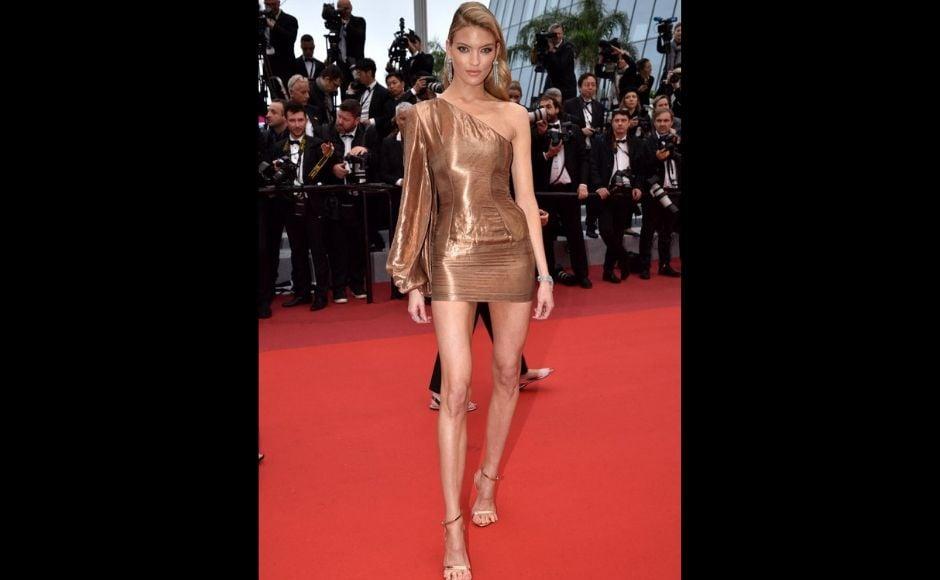 Victoria's Secret Angel Martha Hunt was seen an a gold one-shoulder dress. Twitter