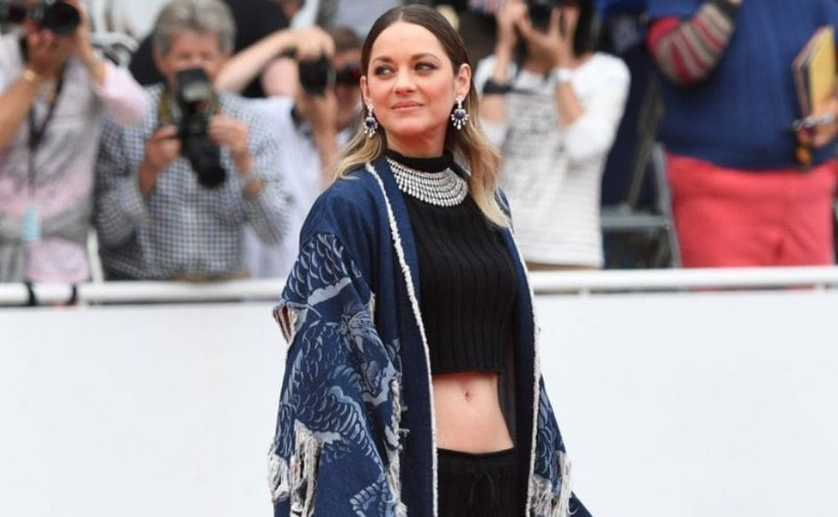 Marion Cottilard poses on the Cannes red carpet before the screening of Matthias and Maxime. Twitter