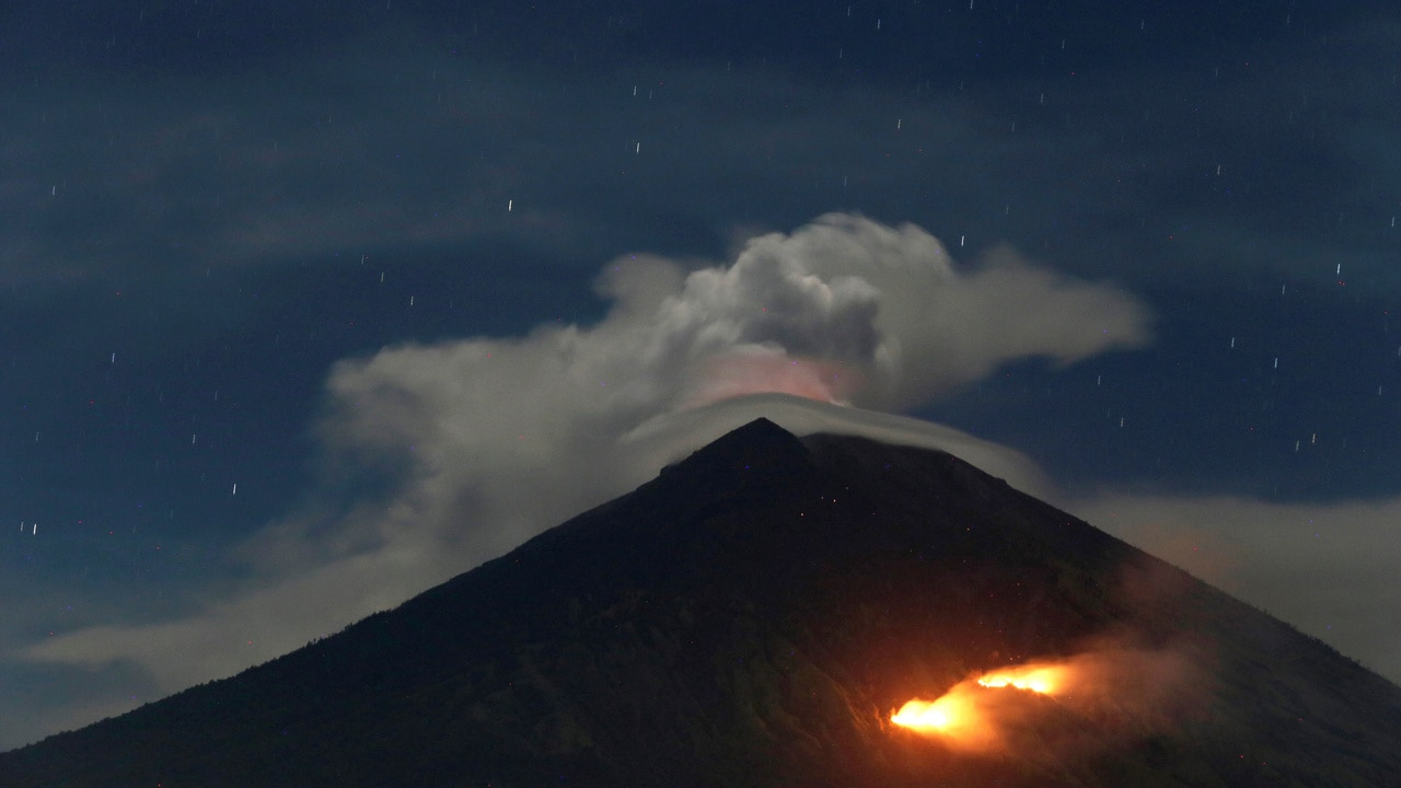 Bali S Mount Agung Volcano Erupts But Normal Operation Of Flights