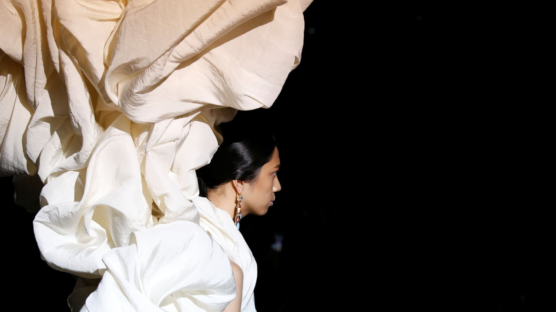Paris Haute Couture Fashion Week 2019 stuns with extraordinary fashion craftsmanship