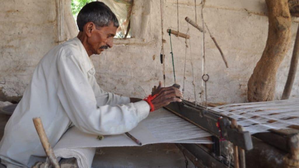 Raja Haja Vankar weaving Kala cotton. Photo courtesy Khamir.