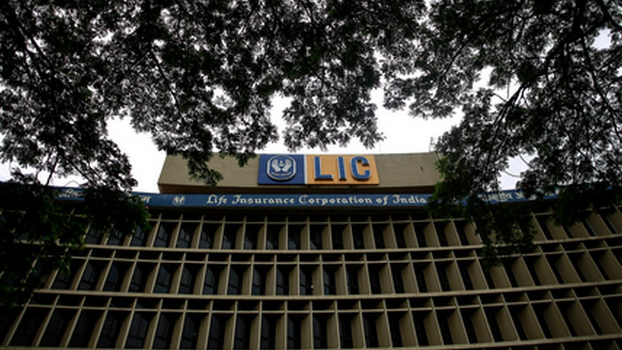 LIC waives off charges on credit card payments to promote digital transactions; effective from 1 December