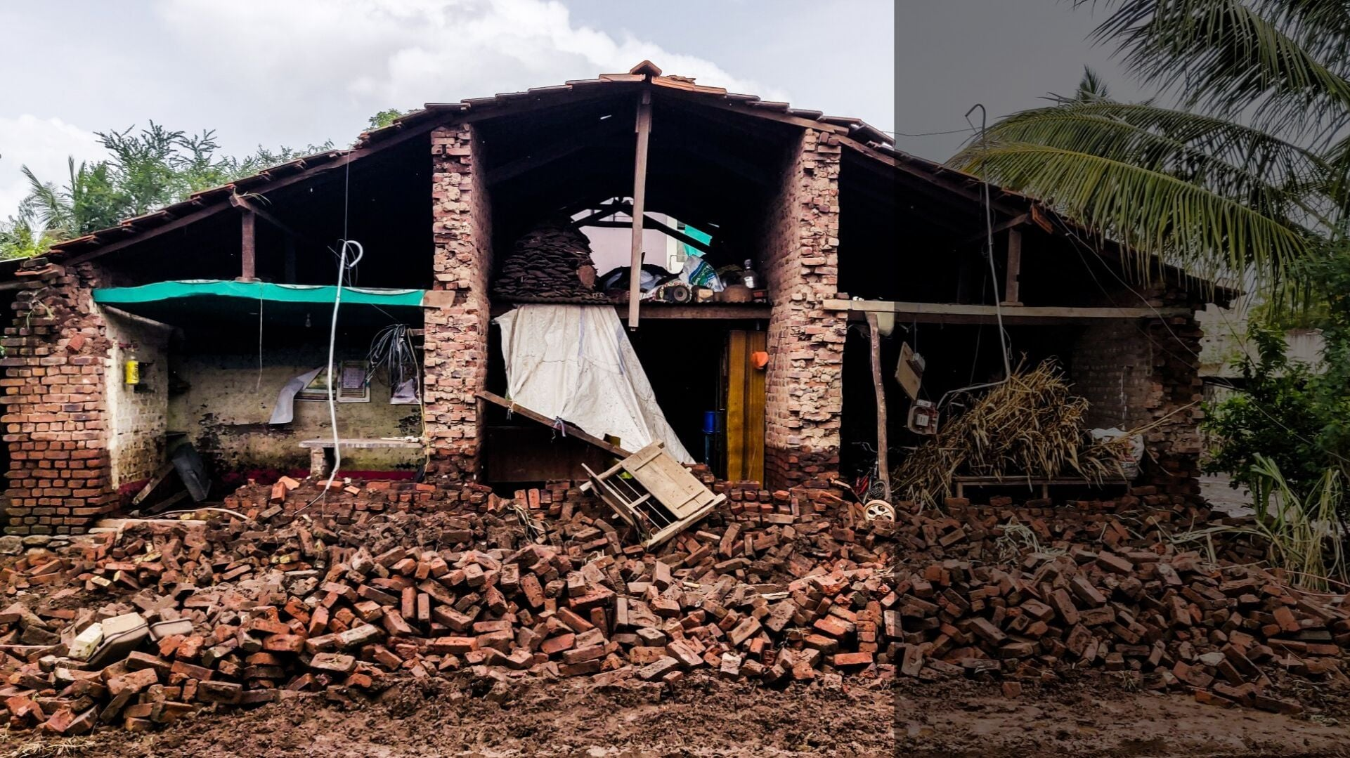As Maharashtra floods yet again, residents of a village in Kolhapur gather what remains of their lives