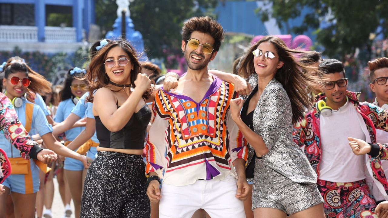 Pati Patni Aur Woh, modern retelling of BR Chopra's iconic comedy led by Kartik Aaryan, makes Rs 41.64 cr in four days- Entertainment News, Firstpost