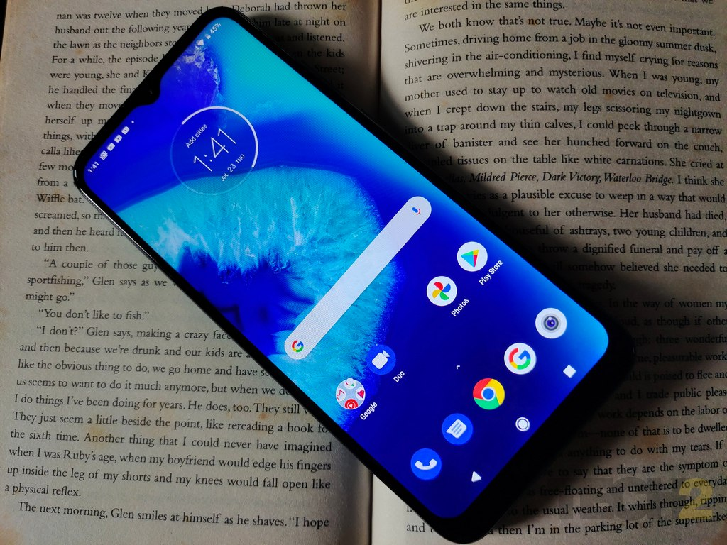 moto-g8-power-lite-display