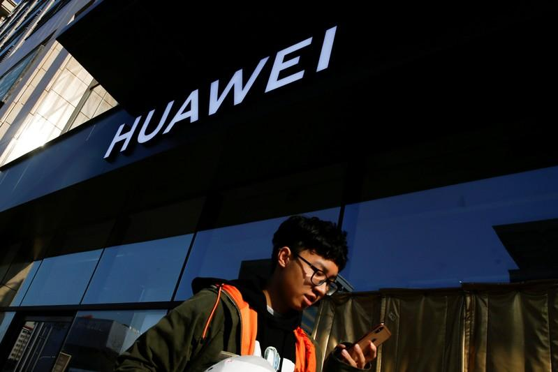 Huawei targets European expansion with mid-priced smartphone