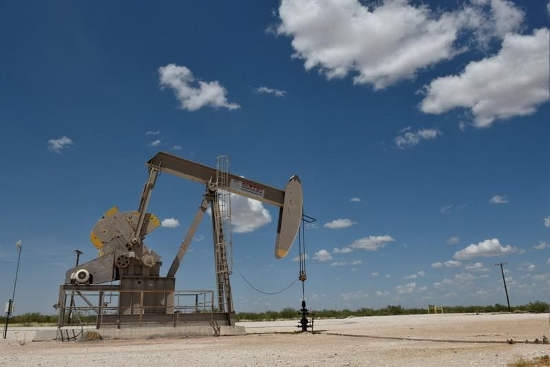 Oil prices extend falls as economic slowdown worries weigh on markets