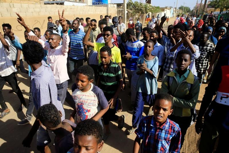 """Sudan opposition leader says Bashir """"must leave"""" as hundreds march"""