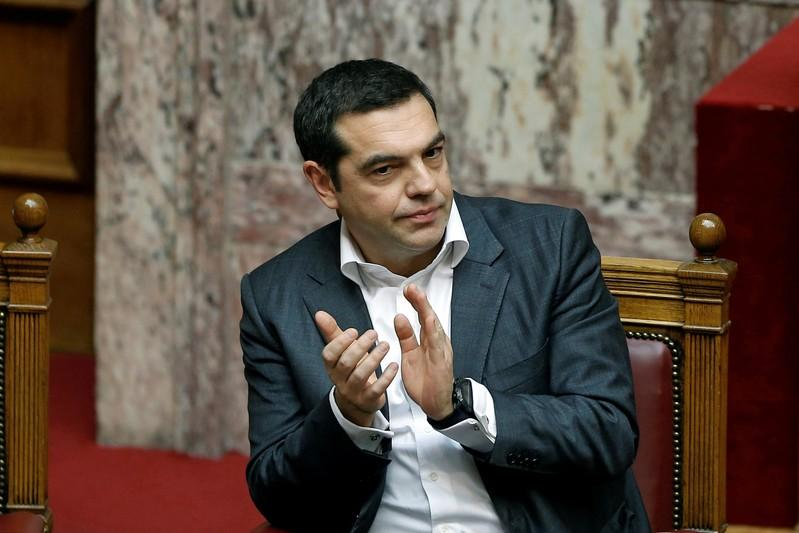 Greece plans 11 pct minimum wage hike, unions, employers say not enough