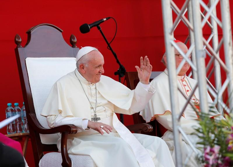Pope fears bloodshed in Venezuela, not taking sides for now