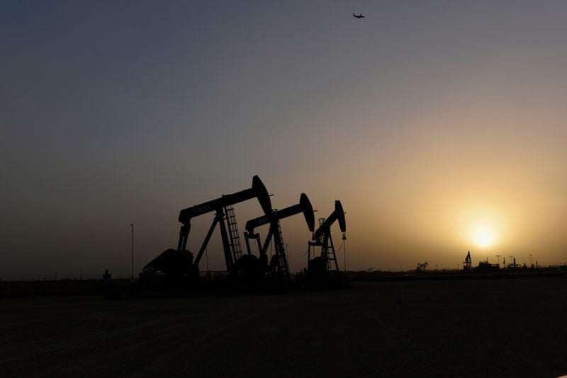 Oil set for weekly drop as Mideast risk premium eases for now