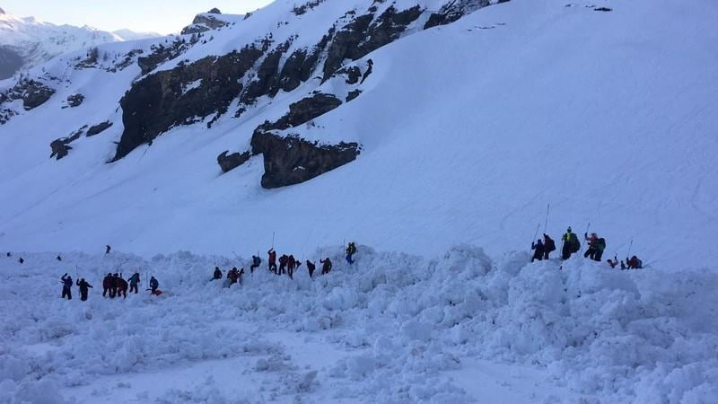 Injured pulled from Swiss avalanche rescue work continues police