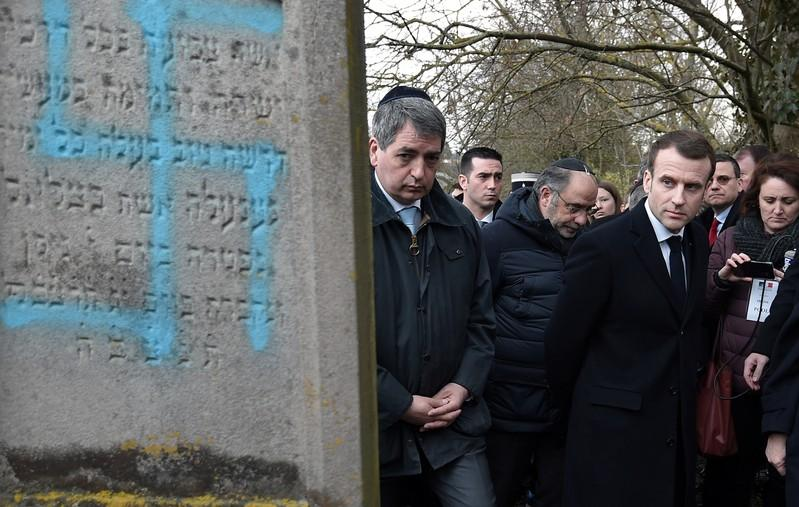 French TV cuts Facebook live feed from Jewish cemetery after antiSemitic abuse