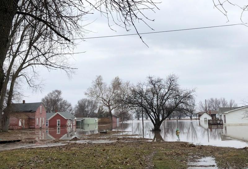 Missouri River flooding catches small Nebraska town off guard