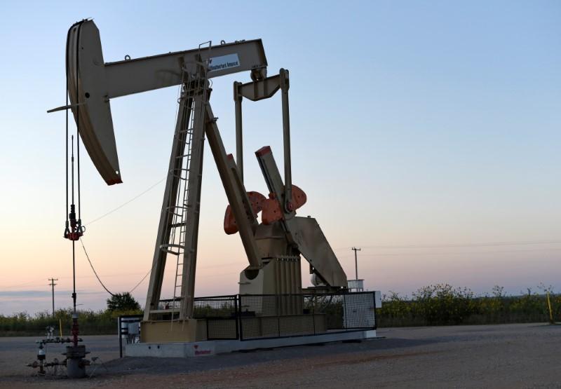 Oil prices gain on Iran sanctions worries