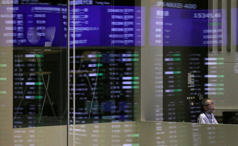 Asian shares rise as U.S. earnings bolster Wall Street