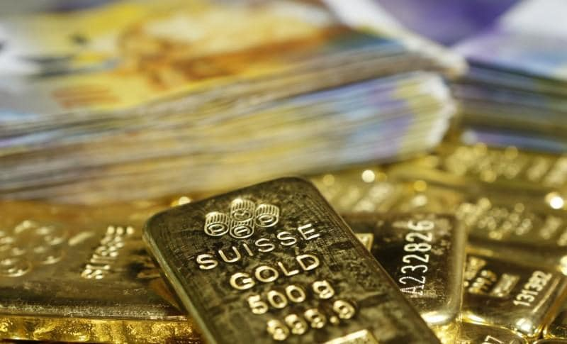 Gold stays near 5-week lows, set for biggest weekly fall in 4