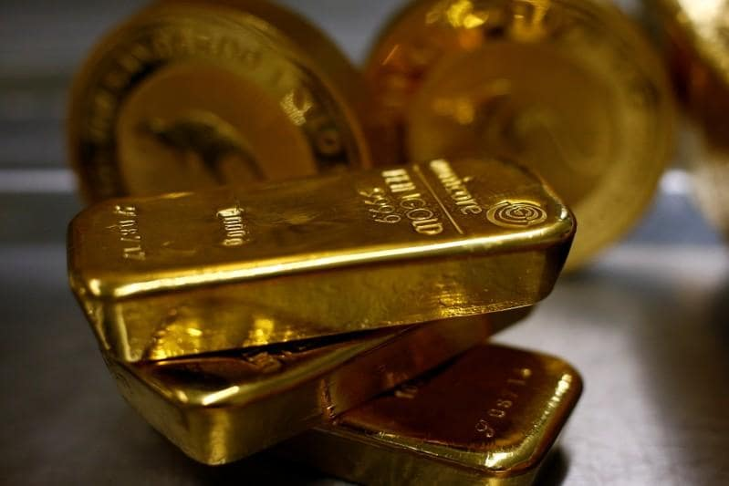 Gold tops one-week high on dollar weakness, pause in stocks rally