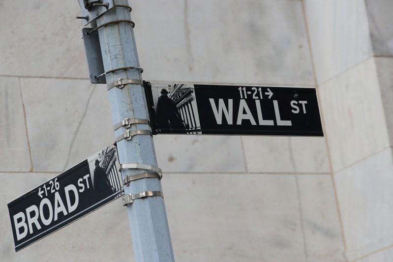 S&P 500, Nasdaq edge higher on tech gains; Fed minutes awaited