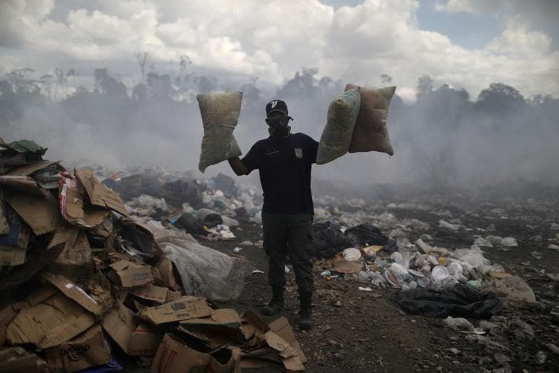 Venezuelan scavengers vie with vultures for Brazilian trash