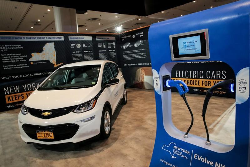Automakers invest heavily in electric vehicles despite still-low demand