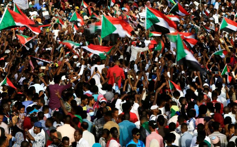 Protesters converge on Sudan defence ministry to demand civilian rule
