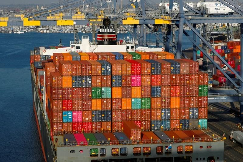Trade, inventories power U.S. economy to 3.2 percent growth in first quarter
